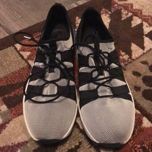 Cute stretchy sneakers!